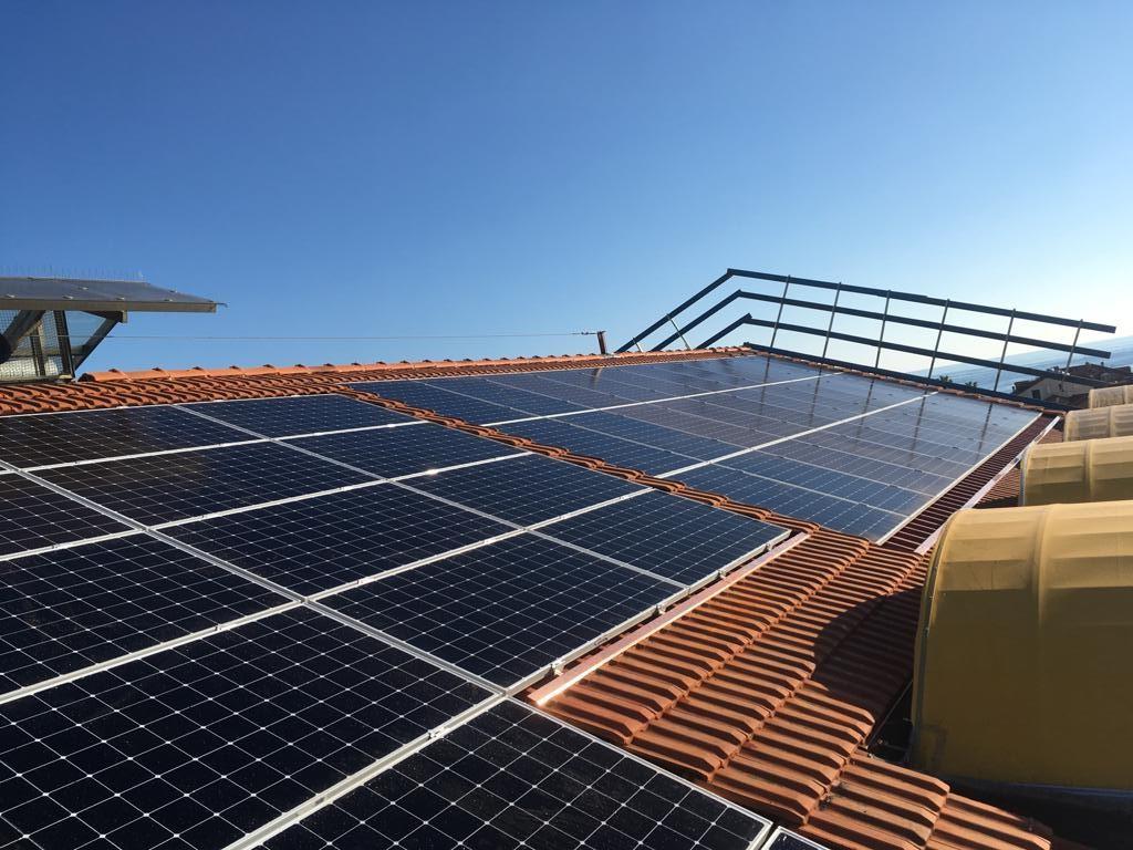 Proteggi il tuo investimento: mantieni puliti i tuoi pannelli solari!
